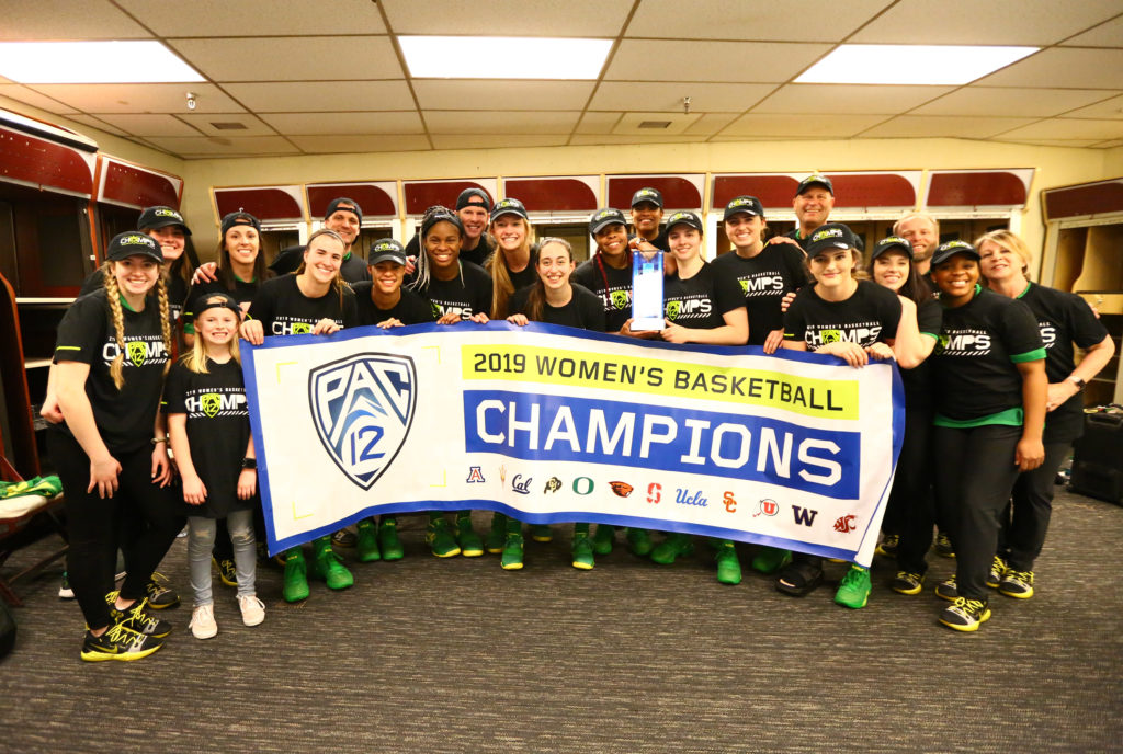 The Oregon Ducks 2019 Women's Basketball Champions. Photo by Arianna Grainey